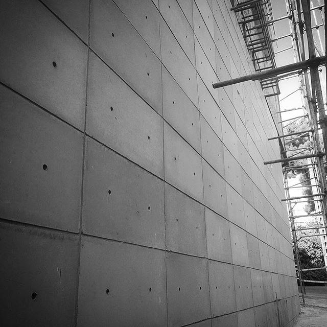 ساخت و قالبندی دیوار پوش بتن اکسپوز